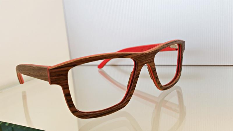 Occhiali In legno colorato