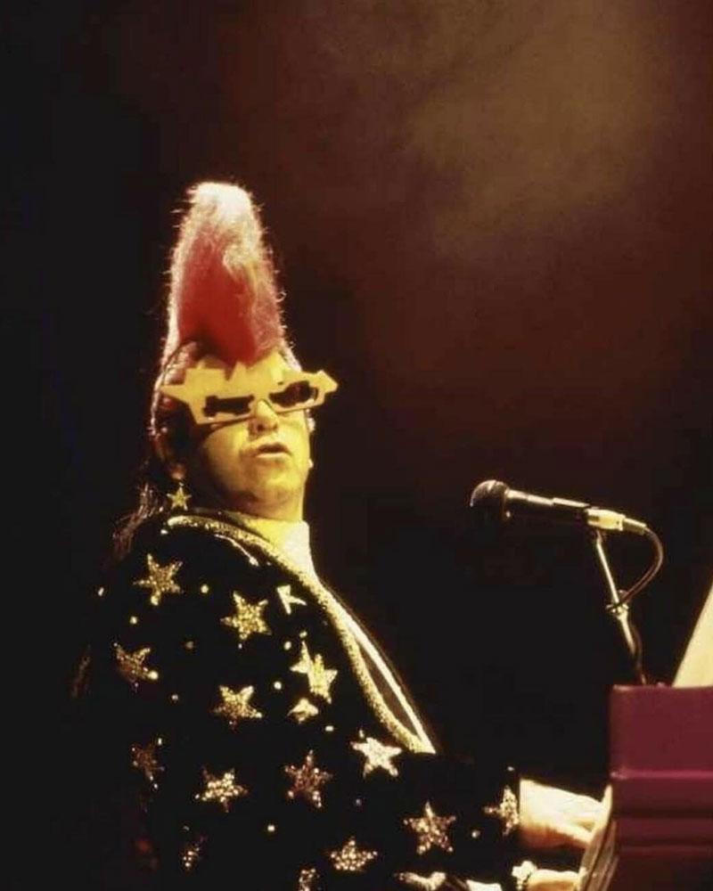 Elton John indossava occhiali Alain Mikli nel 1985